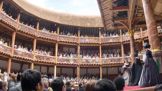 shakespeares globe theater Explore shakespeare's globe theater with this detailed discussion of the most famous venue in english literature includes 5 images of the globe.