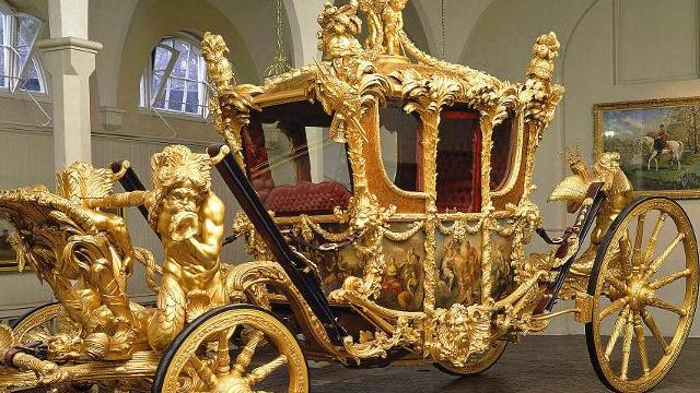 the royal mews at buckingham palace home to the royal collection of