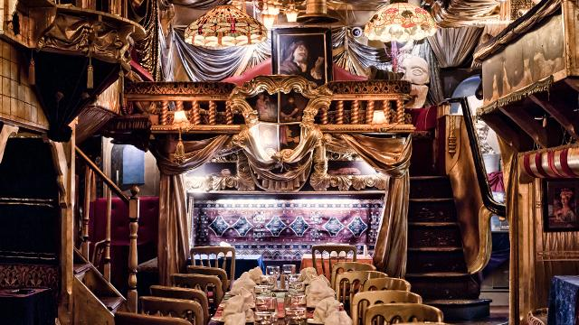 2225316 Sarastro on table and dishes