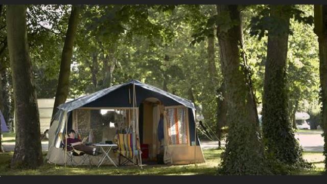 Chertsey Camping And Caravanning Club Camping De Tienda