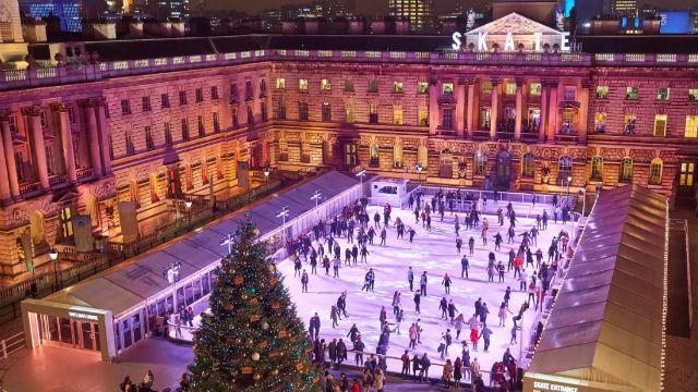 Entre la visite en taxi dans le centre de Londres, un peu d'exercice sur une des patinoires !