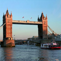 sightseeing-tour-boat-tower-bridge
