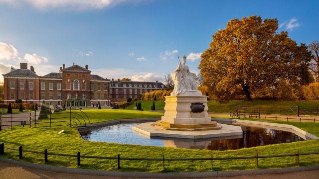White fountain sculpture in Kensington Gardens on an autumn day.
