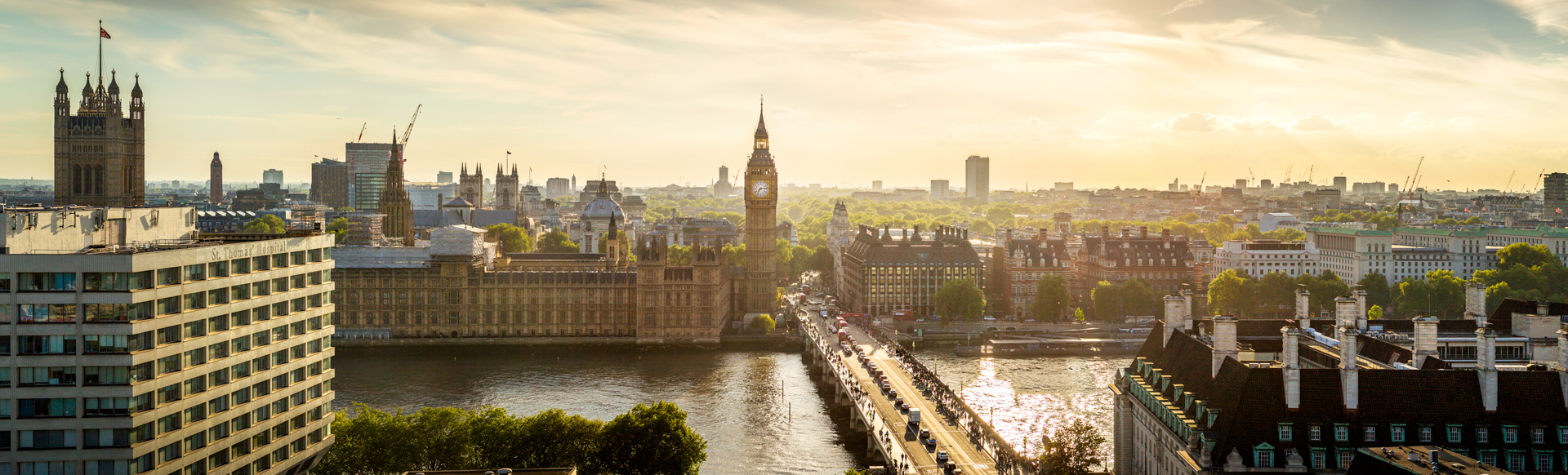 View of the Houses of Parliament, Big Ben and the river Thames.