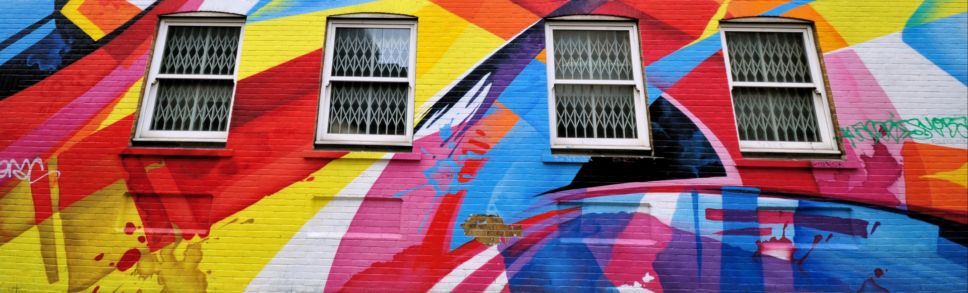 Abstract street art by artist Reka in Shoreditch takes over an entire building façade.