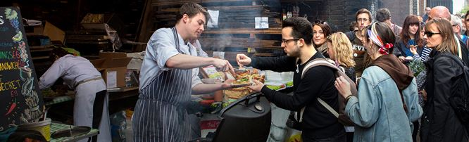 Customers buy food at a Maltby Street Market food stall. © London and Partners/Michael Heffernan