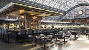 The bar at St Pancras Champagne Bar