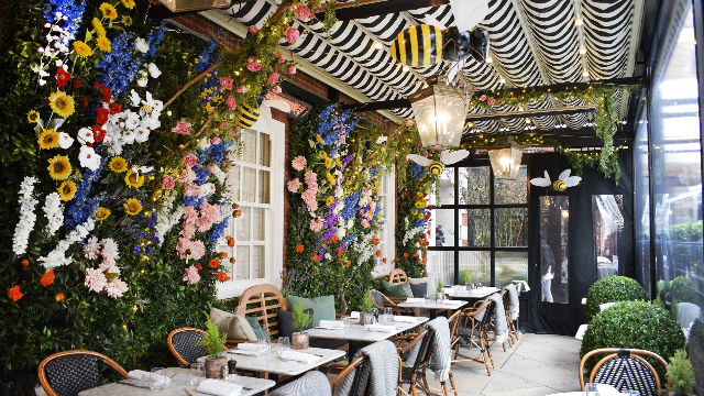Dalloway Terrace's spring and summer 2018 display featuring flowers and bee decorations. Image courtesy of Dalloway Terrace