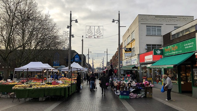 traders and fruit and veg stalls line the street at Walthamstow Market