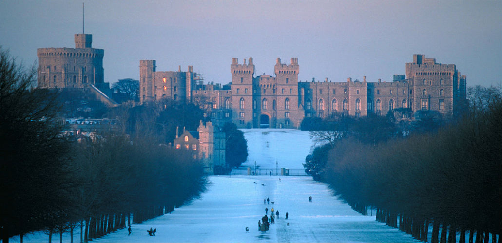 A photo of the Windsor Castle and the Long Walk covered in snow.