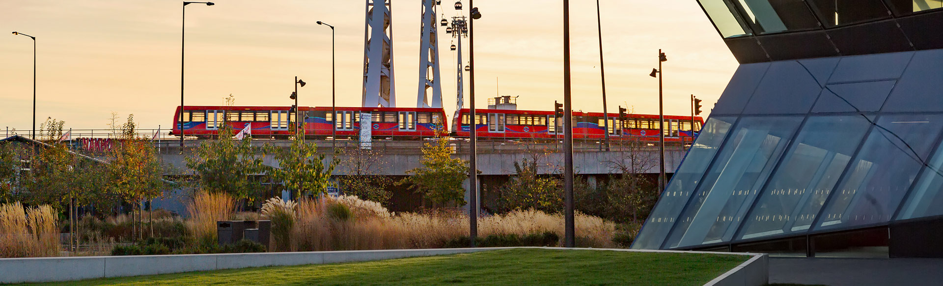 The Docklands Light Railway and Emirates Air Line cable car. © visitlondon.com/Jon reid