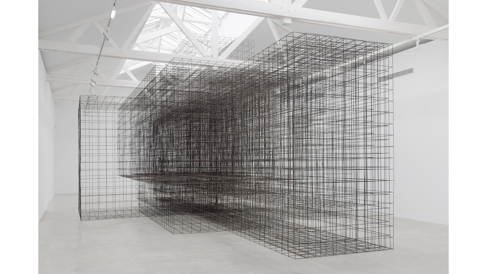 Antony Gormley, Matrix II, 2014. 6 mm mild steel reinforcing mesh, 550 x 750 x 1500 cm. Installation view, Galerie Thaddaeus Ropac, Pantin, France © the artist. Photo: Charles Duprat, Paris