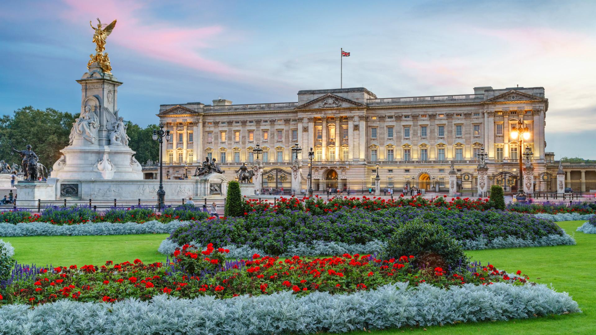 Buckingham Palace at sunset