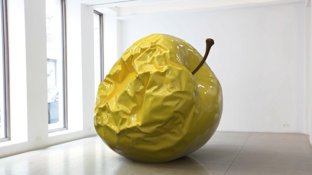A yellow apple sculpture, Barnaby Barford's THIS EARTH OF MAJESTY, THIS SEAT OF MARS, as part of the Kensington + Chelsea Art Week.