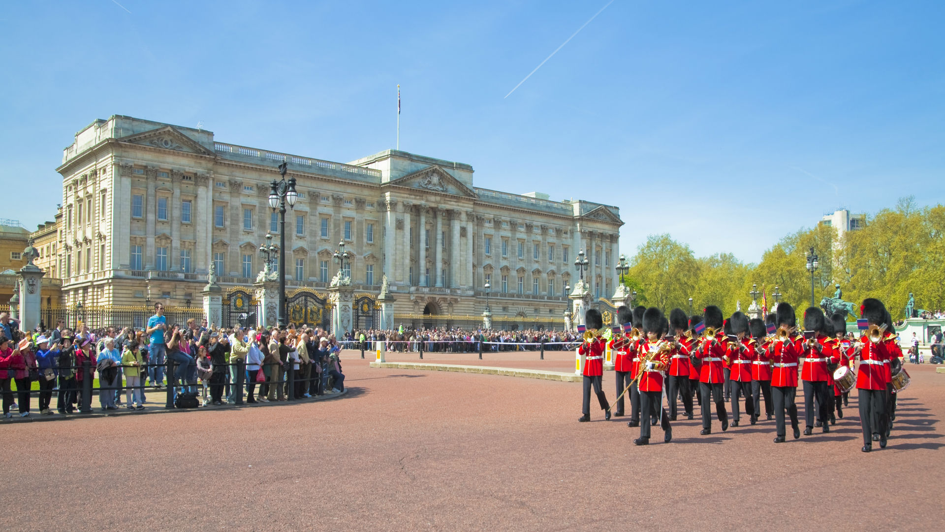 Guards march past the front of Buckingham Palace. Image courtesy of Pawel Libera.