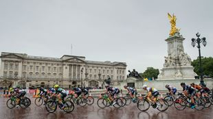 The cyclists set off during Prudential RideLondon Classique in front of Buckingham Palace. Image courtesy of RideLondon.