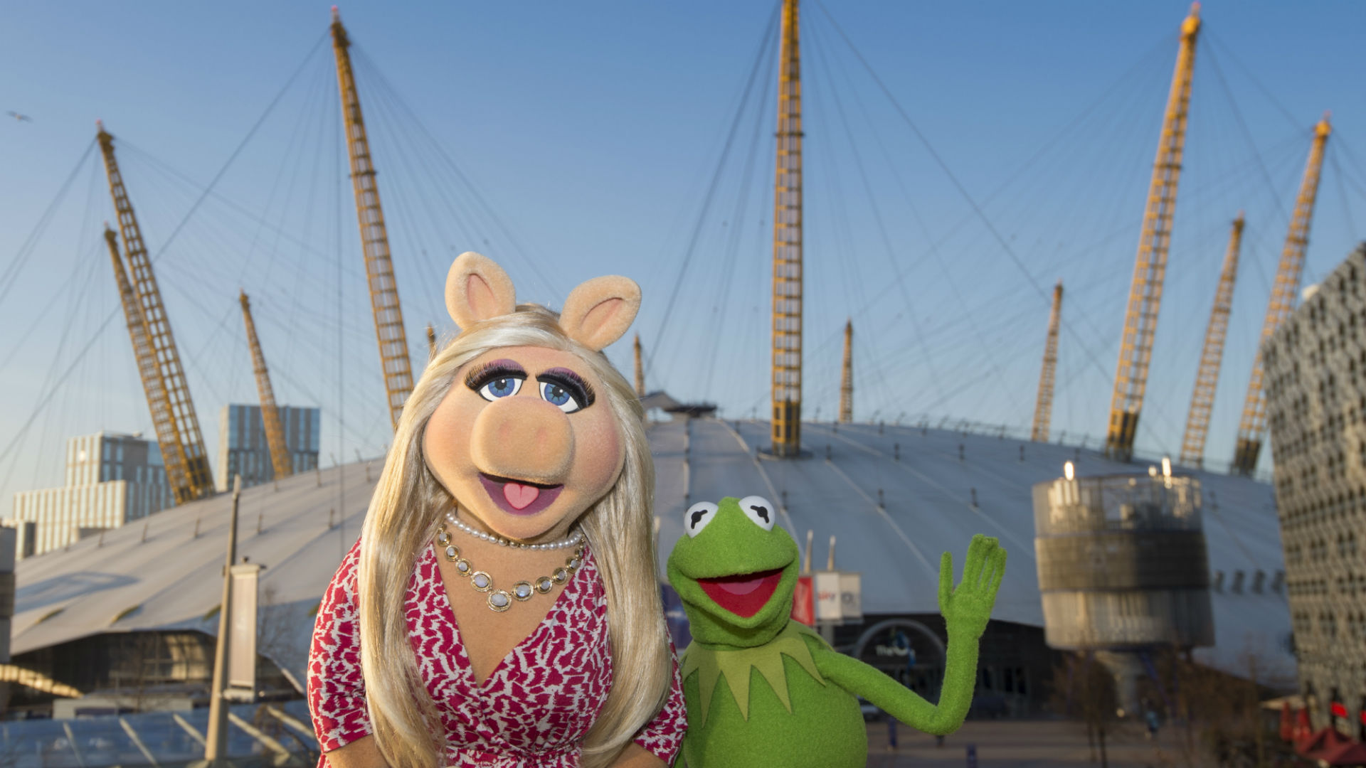 Miss Piggy and Kermit outside The O2