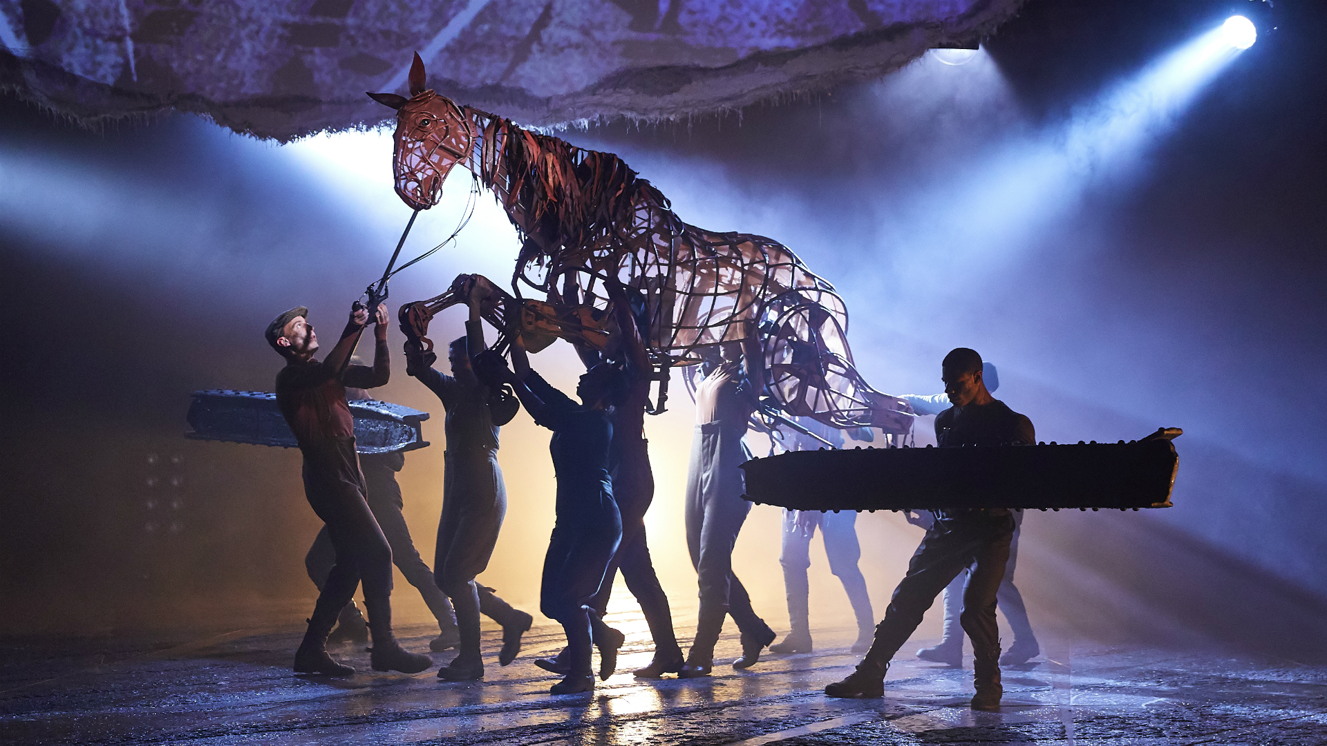 War Horse at the National Theatre. Credit: Brinkhoff & Mögenburg. Image courtesy of the National Theatre.