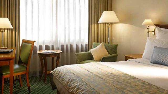 Renaissance London Heathrow Hotel Hotel Visitlondon Com