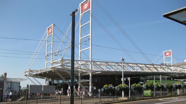 east croydon tramlink stop - tramlink