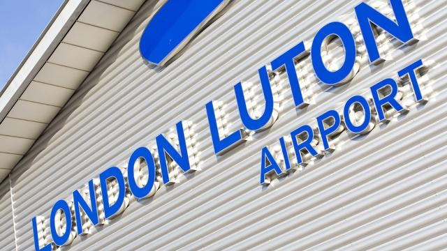London luton airport a roport - Bureau de change montpellier aeroport ...