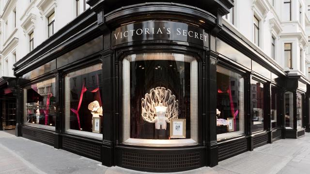 Victoria 39 s secret lingerie hosiery shop - Decoratie themakamer paris ...
