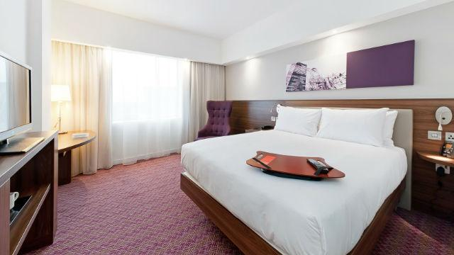 hampton by hilton london waterloo hotel. Black Bedroom Furniture Sets. Home Design Ideas