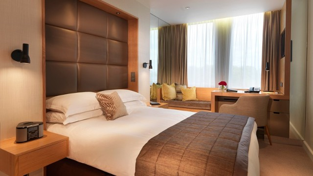 Royal garden hotel hotel for Dekorasi kamar pengantin di hotel