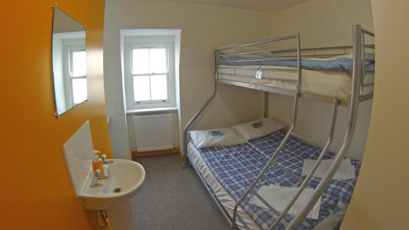 Smart hyde park inn hostel for 27 inverness terrace