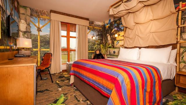 Chessington Safari Hotel And Chessington Azteca Hotel