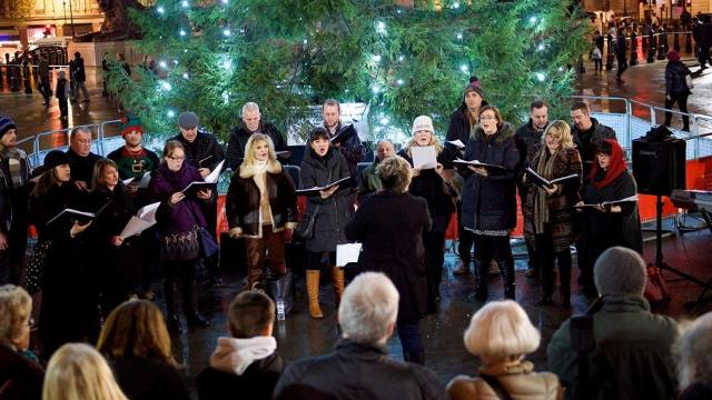 Christmas Caroling.Christmas Carols 2019 In Trafalgar Square Christmas