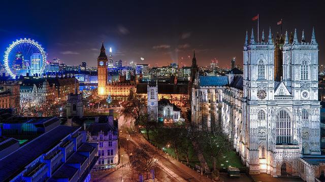 London by Night Open Top Bus Tour tickets - Bus Tour - visitlondon.com