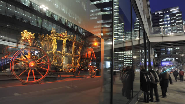 exterior of city gallery looking in to see the lord mayor s coach museum of london