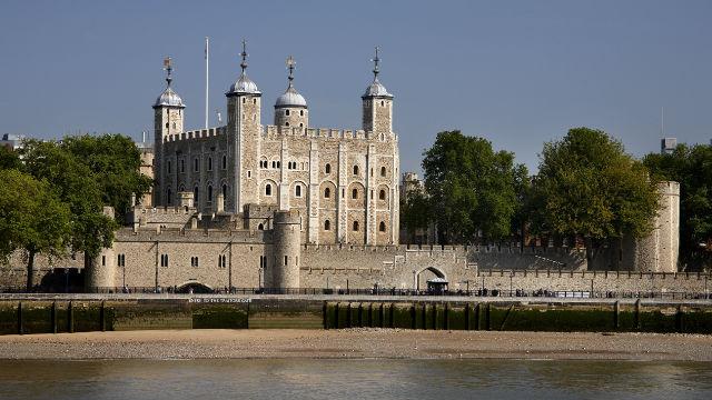 La Torre di Londra vista dalla riva sud del Tamigi