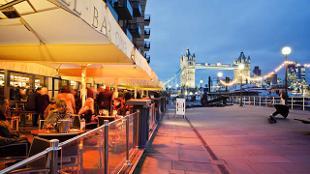 Al fresco diners in front of Tower Bridge