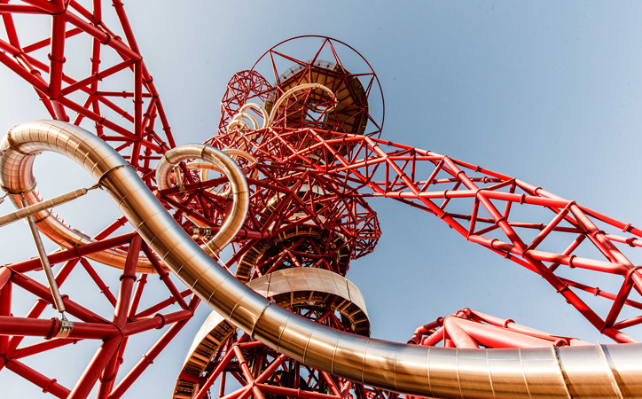 The structure of the Arcelormittal Orbit twists into the skies above London.