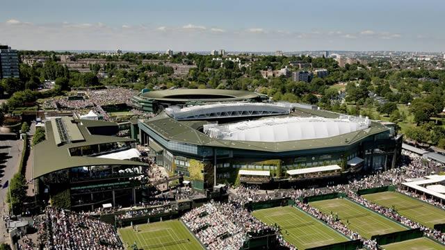 Wimbledon 's famous Centre Court © AELTC / Tom Lov